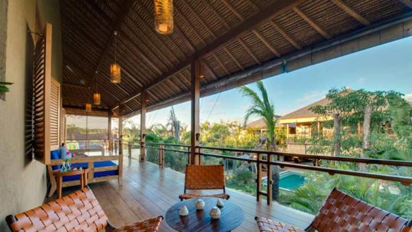 Newly completed in August 2012, Villa Kinara offers a rare fusion of six bedrooms, striking architecture, stunning entertainment space, swimming pool, and a sensational location on Bali's southwest coast moments from the beach and Seminyak's boutiques, ba