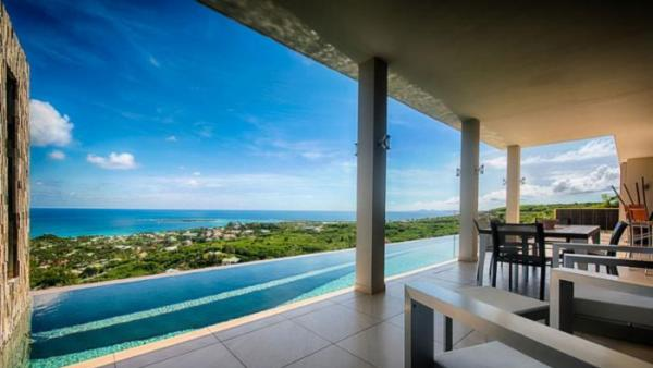 Brand new, ultra modern villa situated in the heights of Orient Bay