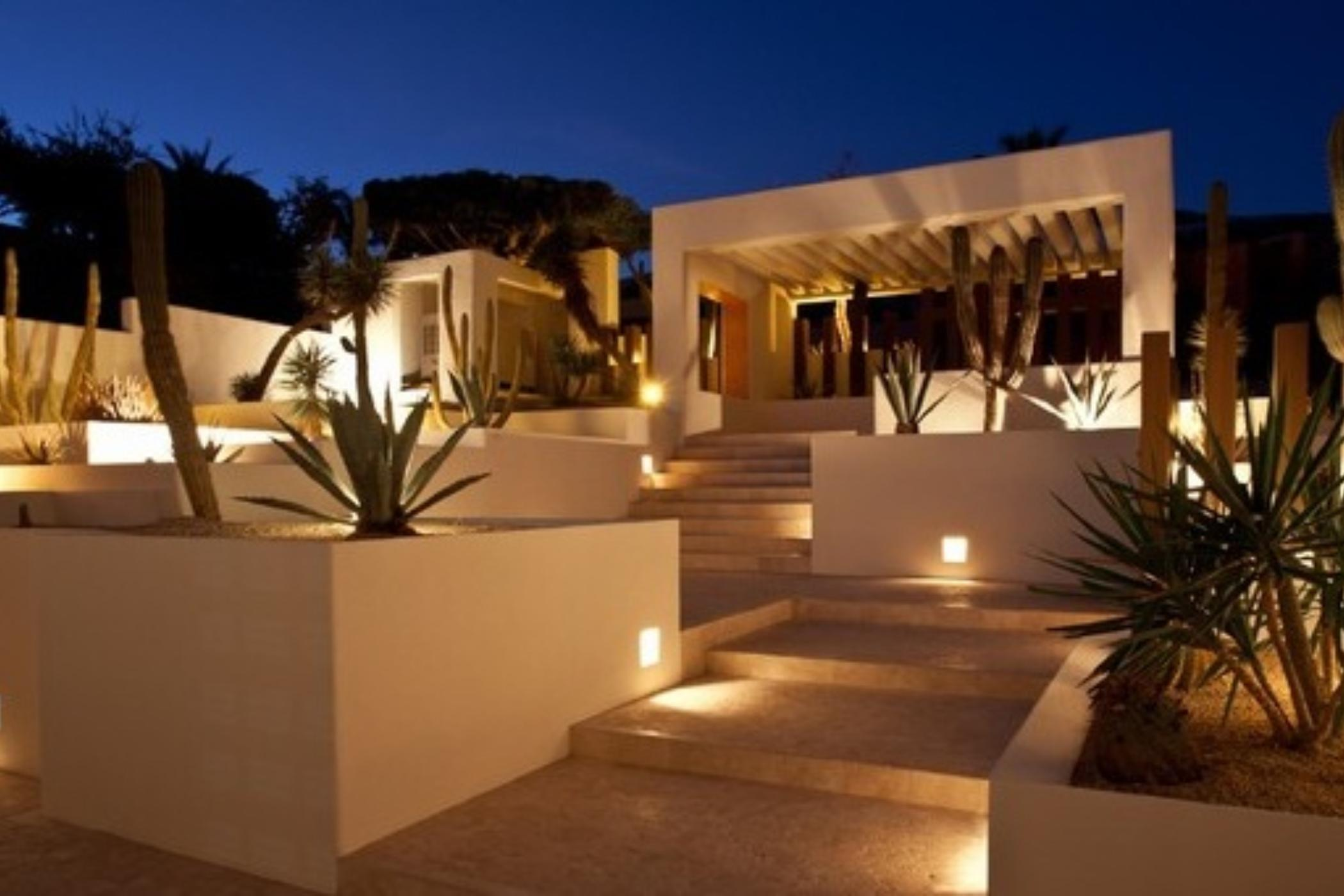 Spectacular home opening directly on the beach