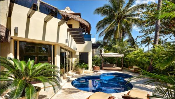 Charming private villa across the street from the beach