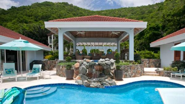 Luxurious, fully air conditioned villa at Mahoe Bay