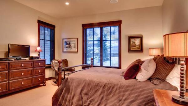 Silver Star - 5 BR w Spa Cottage