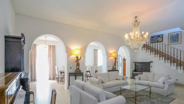 Villa Evila