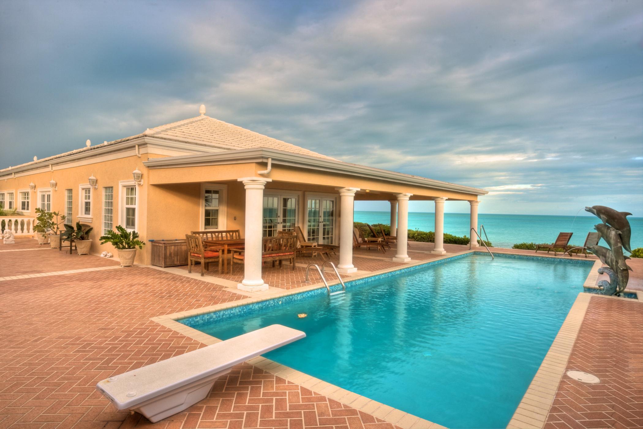 Three Dolphins Villa