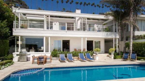 Contemporary Luxury Beach Villa