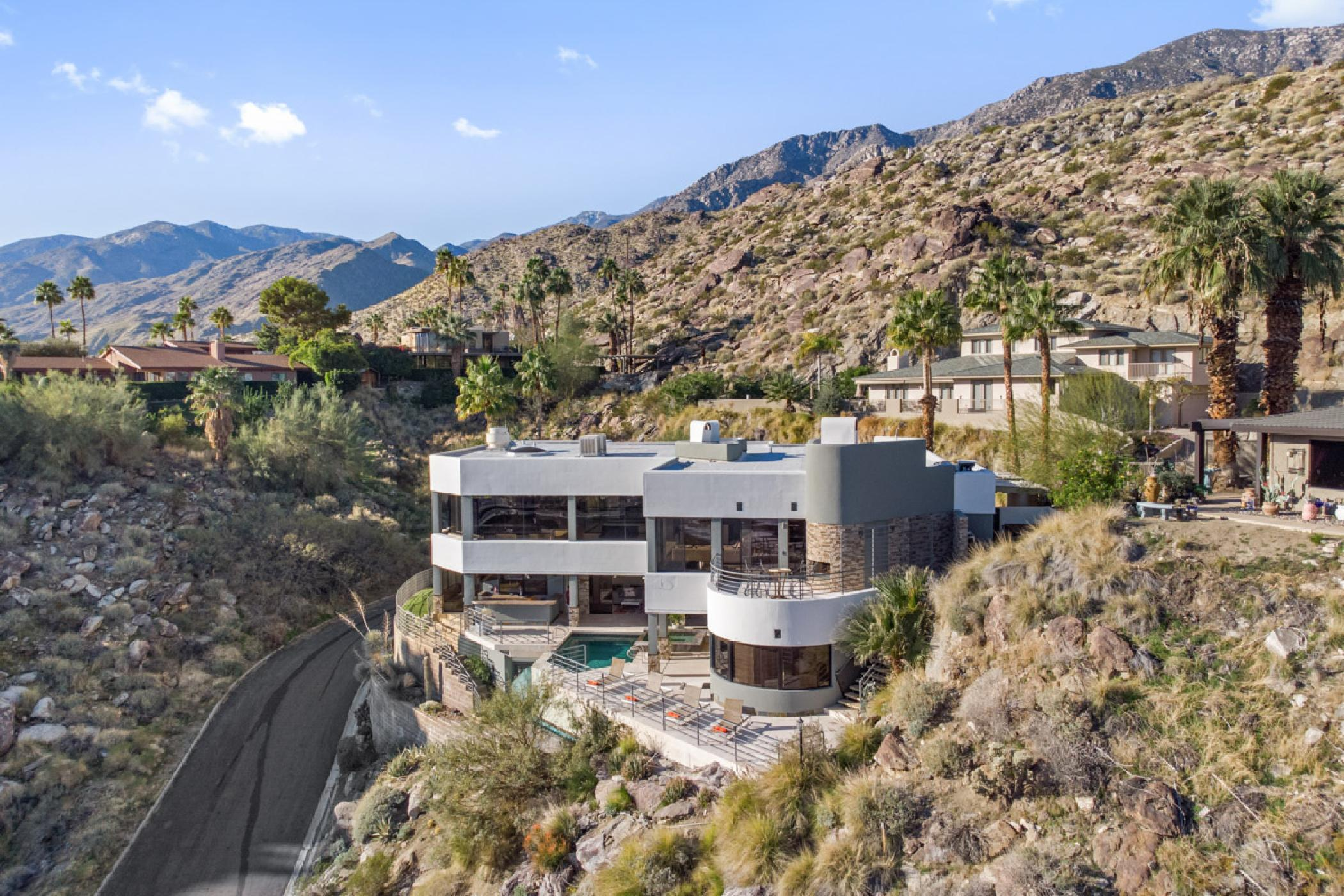 Awe Inspiring Villa overlooking Palm Springs with Infinity Pool and Panoramic Views