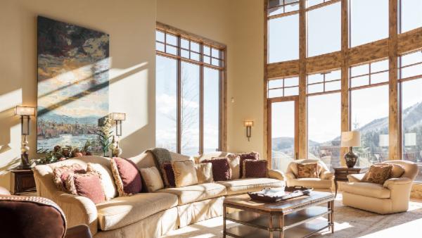 Splendid, Ski In/Ski Out Estate with glass elevator, home theater, sauna and hot tub