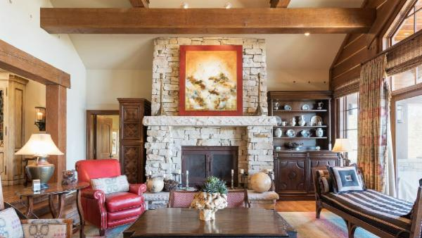 Upscale, Ski-In/Ski-Out, Empire Pass Home with Elevator, Hot tub and Complimentary Shuttle Service to Main St.