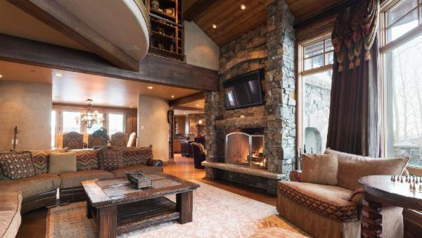 Opulent Ski-In, Ski-out Chalet in Empire Pass with slopside Hot Tub, Fire Pit and Home Theatre