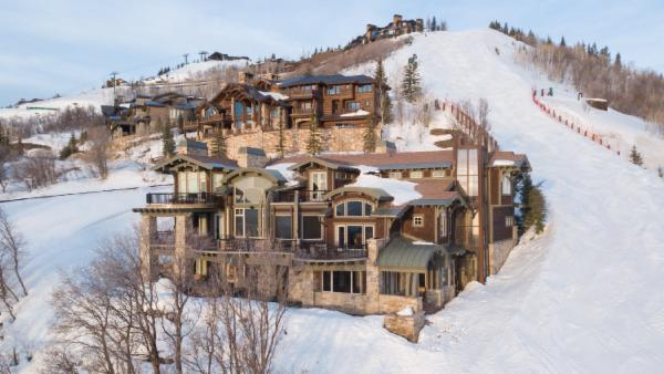 CDC-Recommended Cleaning. Stunning Ski-in, Ski-out home with hot tub, pool table, theater room and firepit