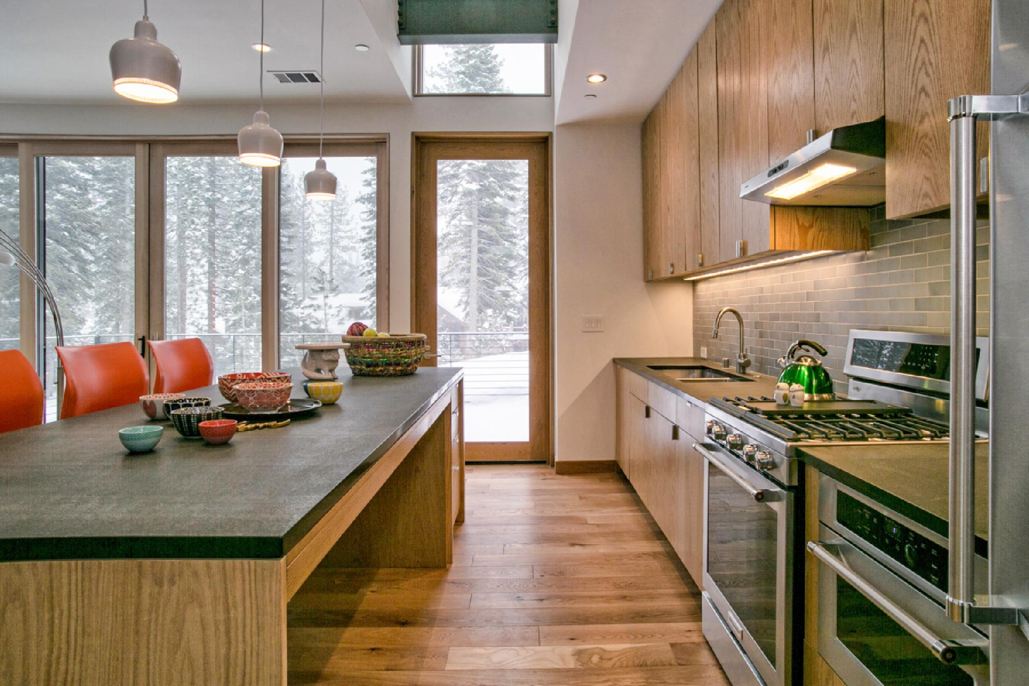 True ski-in, ski-out condo with private deck, fire pit and hot tub