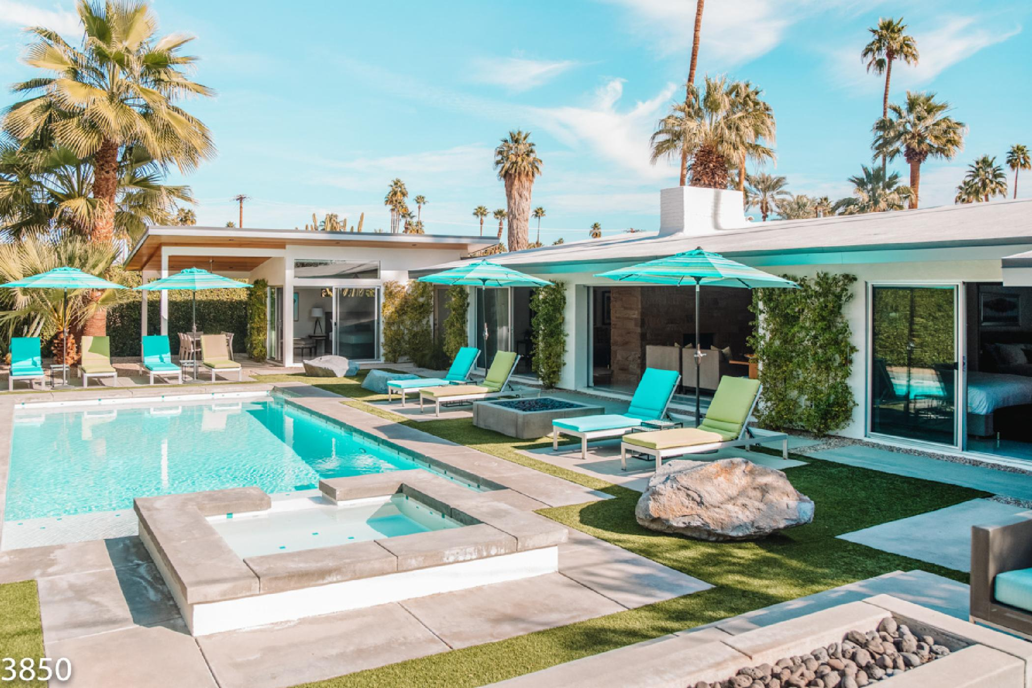 Beautiful Mid-century Villa with Poolside bar and Amazing views