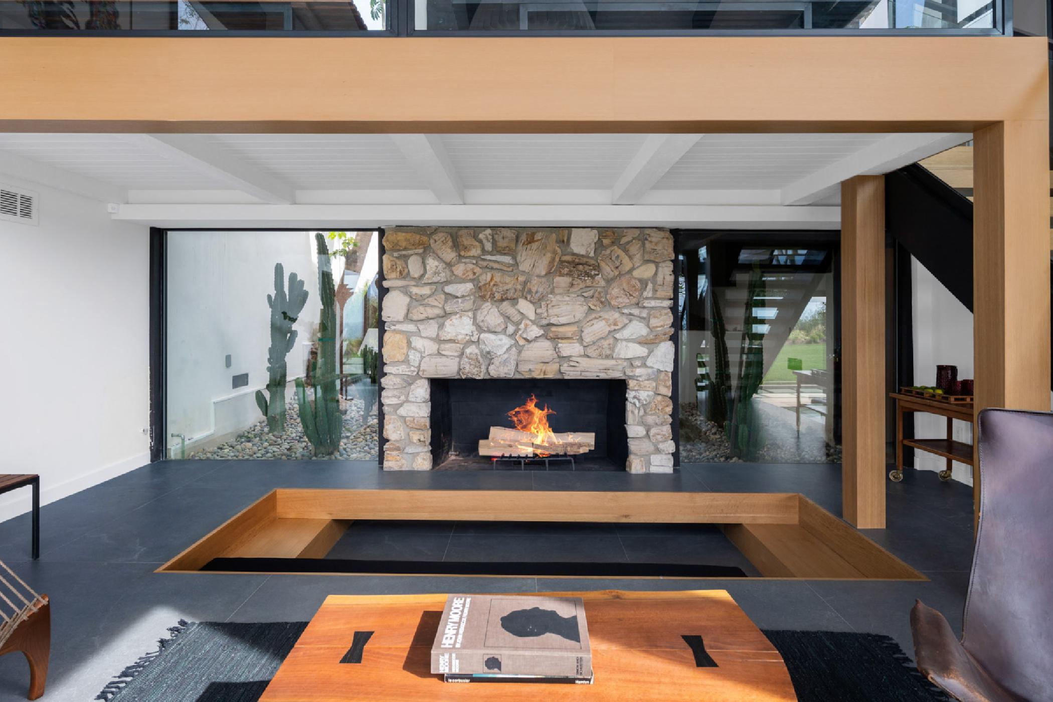 Lounge-fireplace.jpg