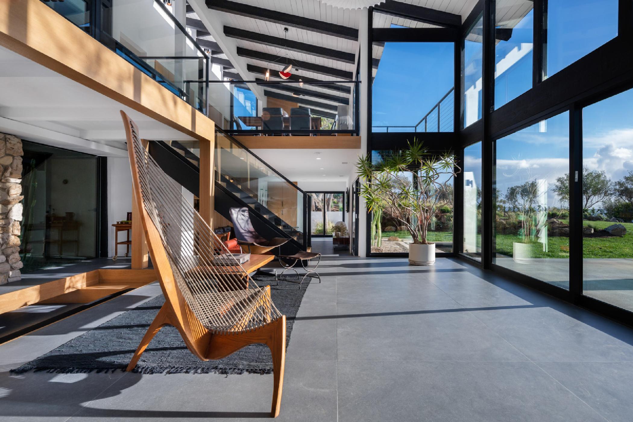 Lounge-view1.jpg