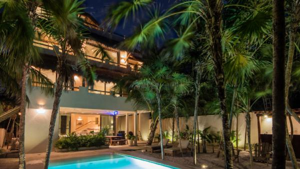 Magnificent oceanfront Puerto Morelos 6 BDR private estate; stunning plunge pool, personal gym, fully staffed for 5-star service