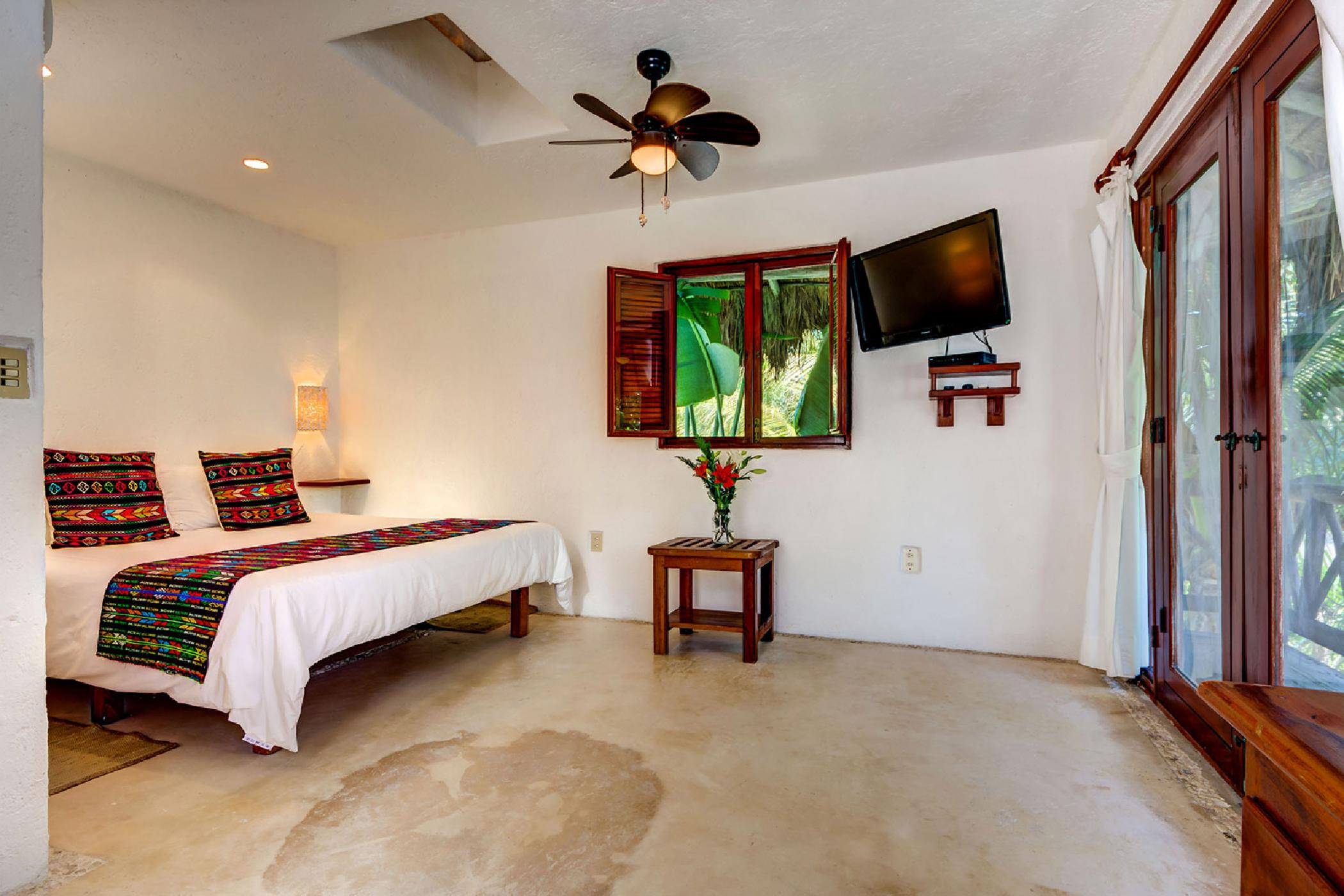 Luxurious Puerto Aventuras 4 BDR oceanfront home; Private beach, pool, snorkeling, kayaking, resort location with golf and marina