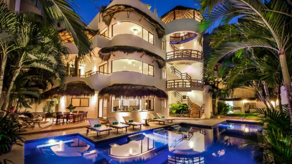 Playa del Carmen 9 BDR downtown villa; Upscale furnishings, private pool, walk to fine shopping & entertainment