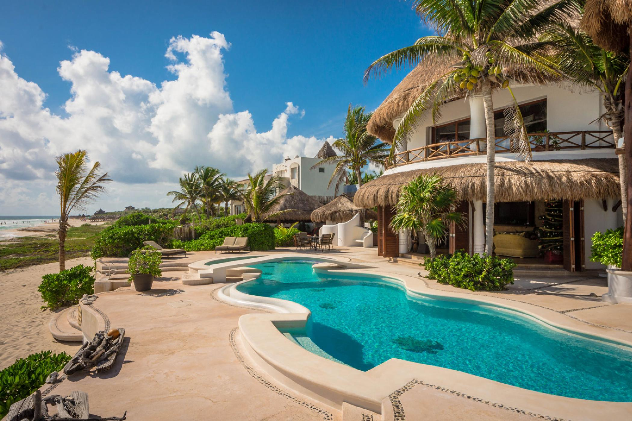 Exquisite Puerto Morelos 5 BDR luxury estate; private beach, amazing pool, secluded oasis