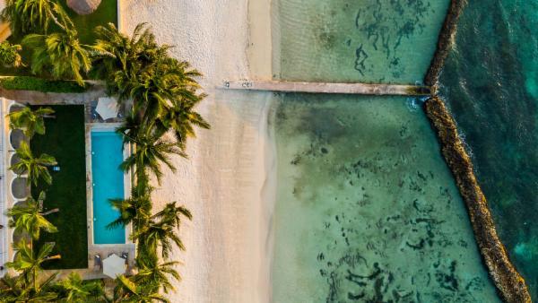 Exclusive 15 BDR 16,000+ sq.ft. Puerto Aventuras estate; oceanfront, pool, beautiful verandas, fully staffed
