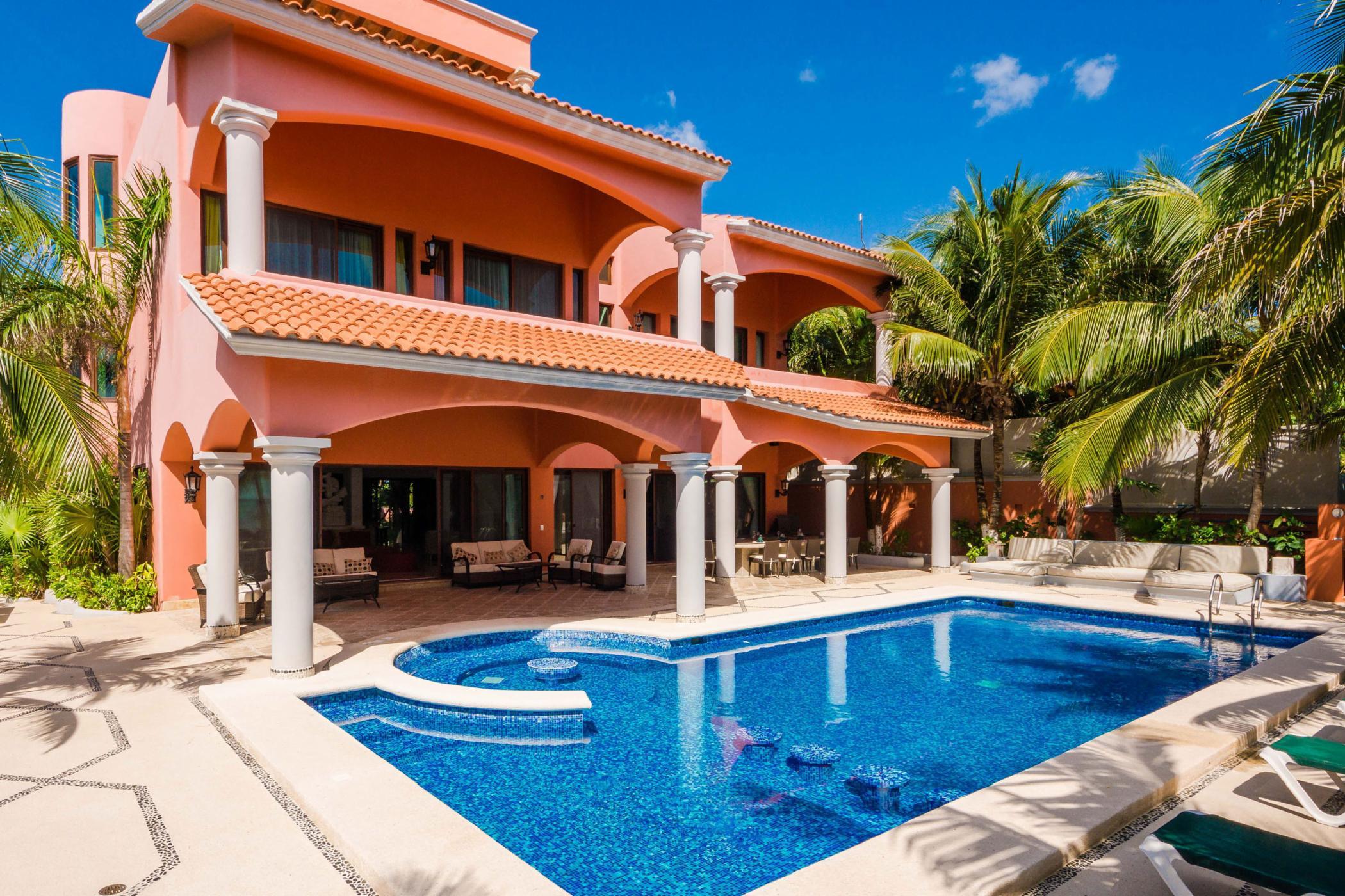 Exquisite Soliman Bay 10 BDR oceanfront villa; luxurious pool, beautiful verandas, private beach amenities