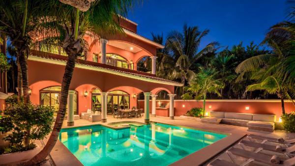 Refined 6 BDR seaside Tulum villa; Italian flare, private beach, luxurious pool area, magnificent views