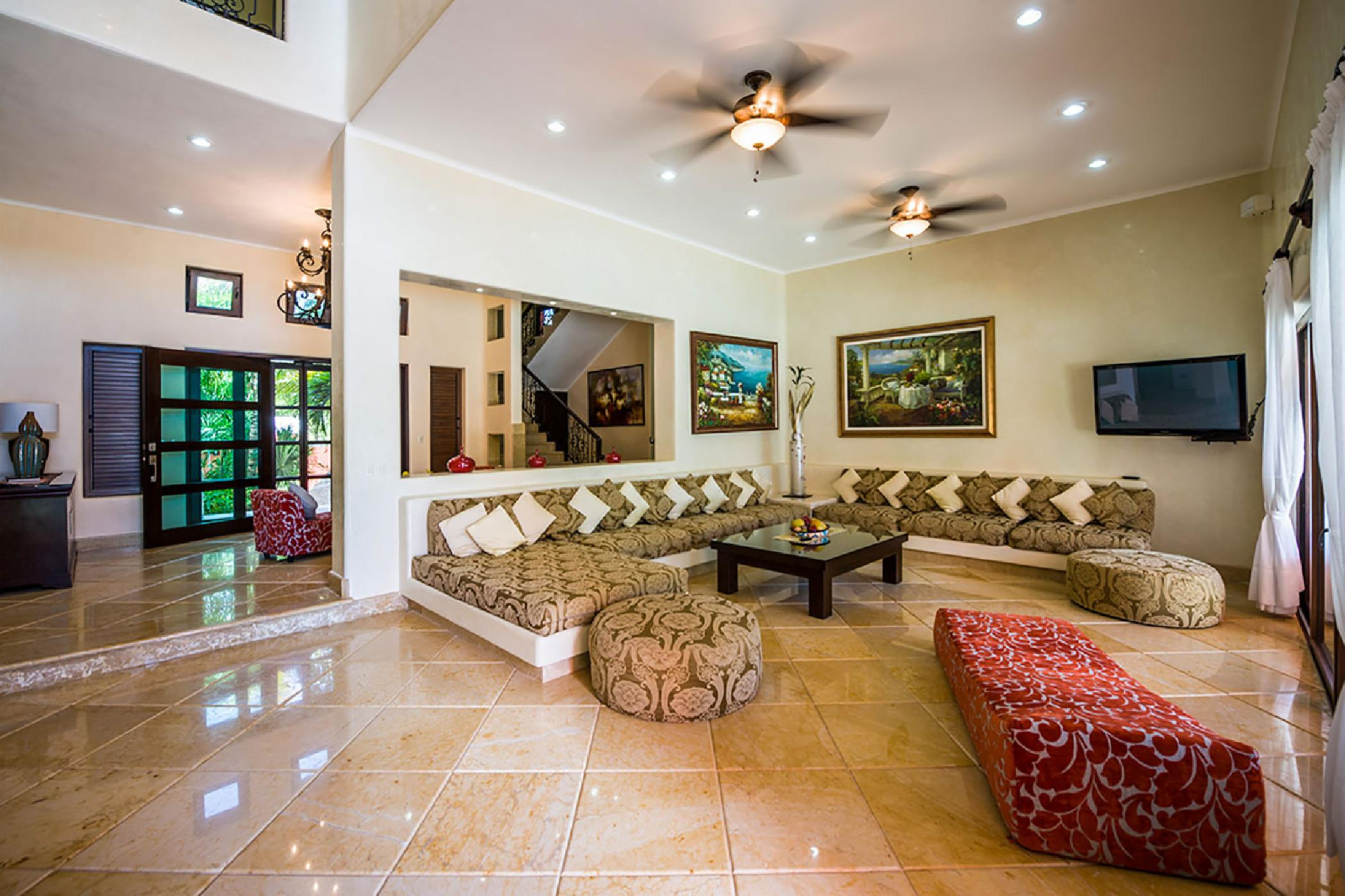 Luxurious & expansive 8 BDR Tankah Bay villa; beachfront, private pool, rooftop terrace, ideal for large family retreats
