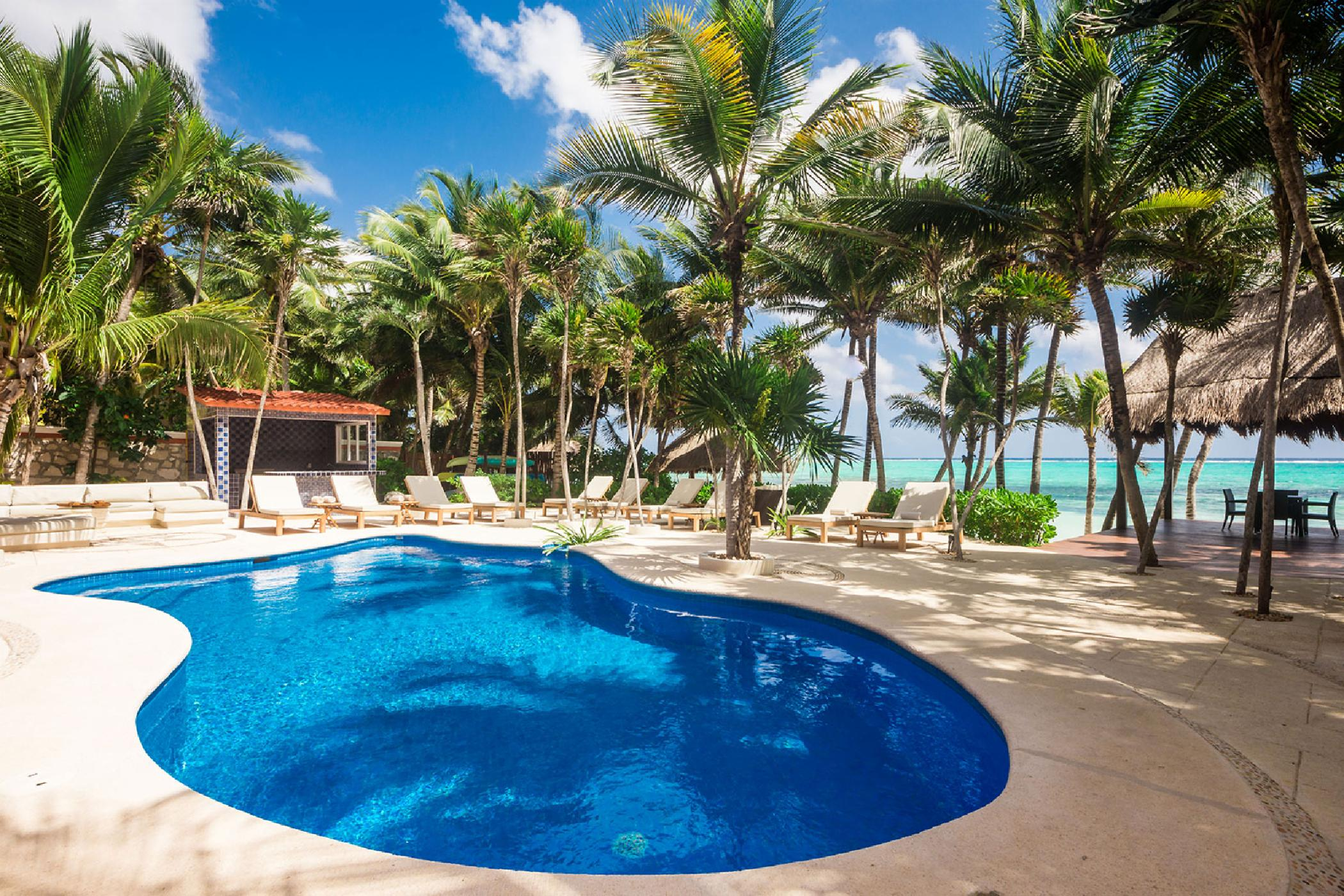 Soliman Bay 9 BDR estate; main home + 4 guesthouses, private beach, amazing pool area, rooftop observatory