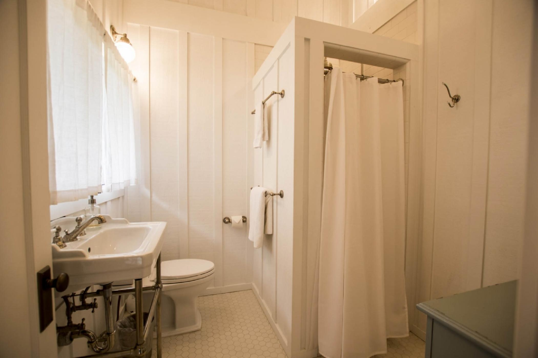 bathroom2_downstairs.jpeg