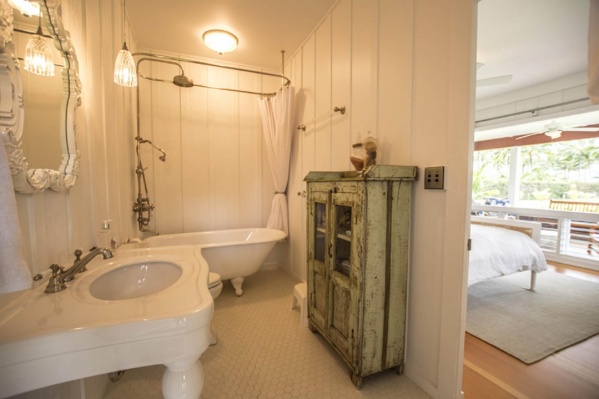 bathrom1_queen.jpeg