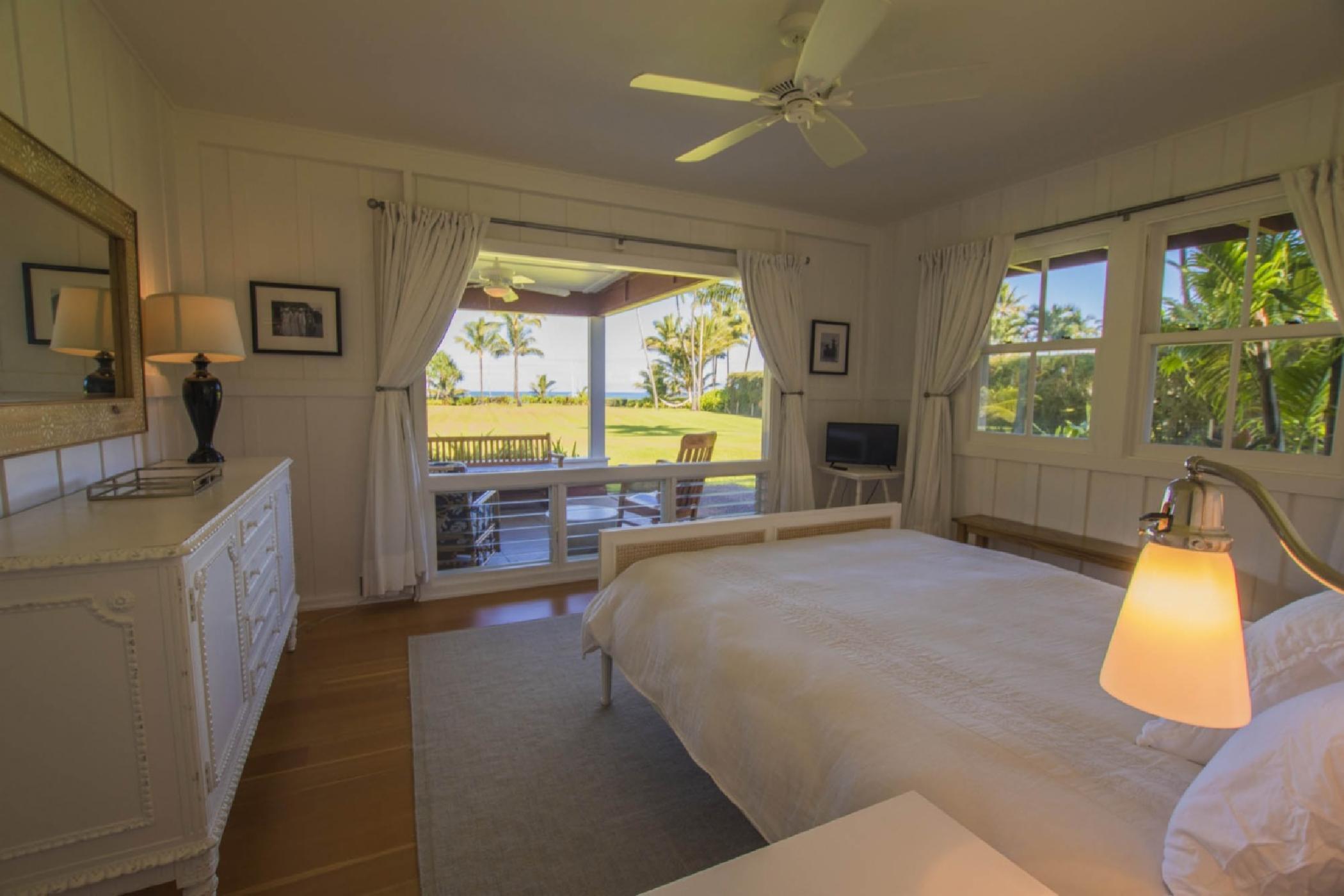 bedroom1_queen-sunny.jpeg
