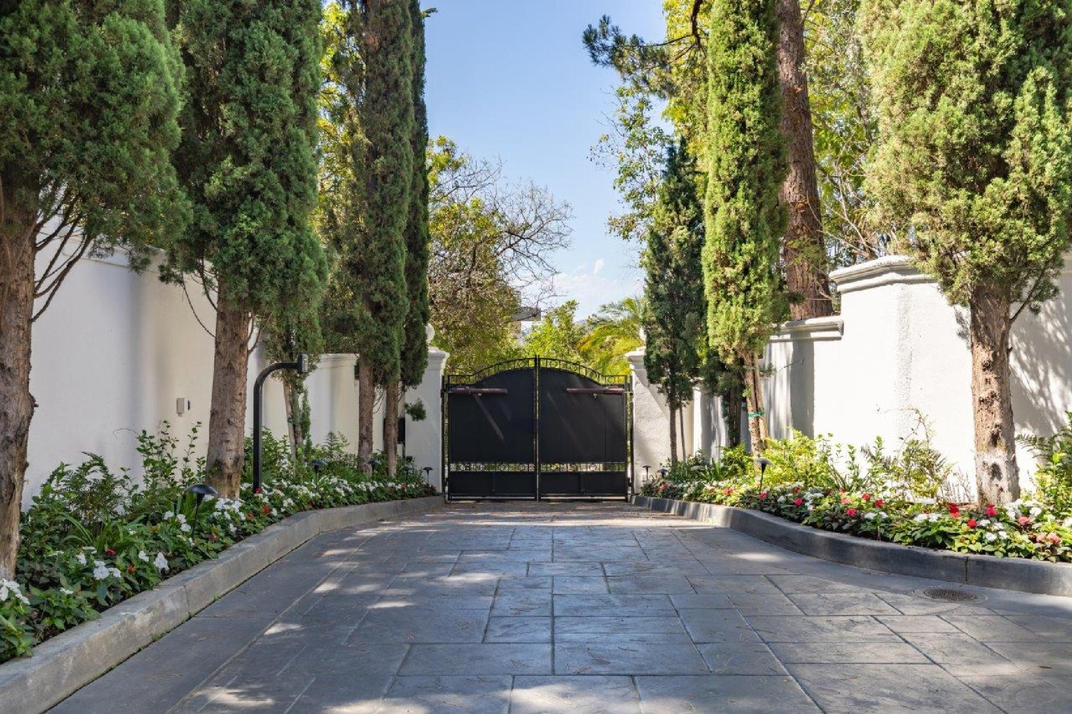 Beverly Hills Mountain Escape (44).jpg