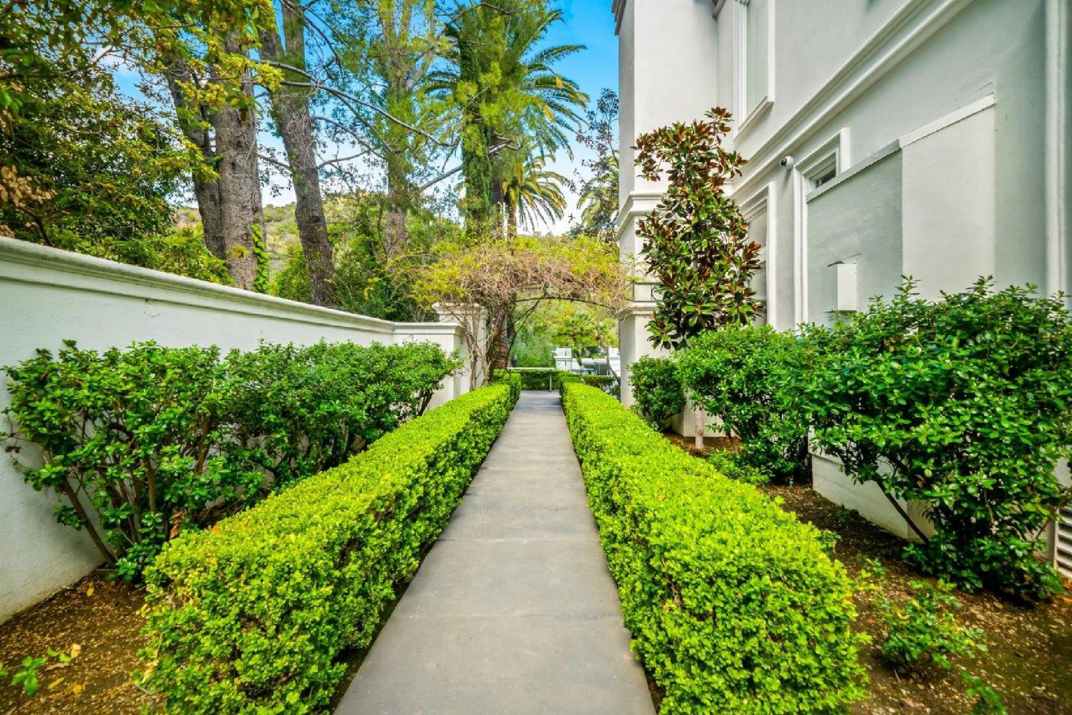 Beverly Hills Mountain Escape (42).jpg